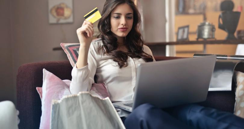 ¿Es mejor una tarjeta de crédito o débito para gestionar mi dinero?